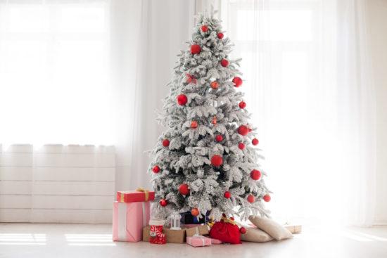 haal een kerstboom in huis